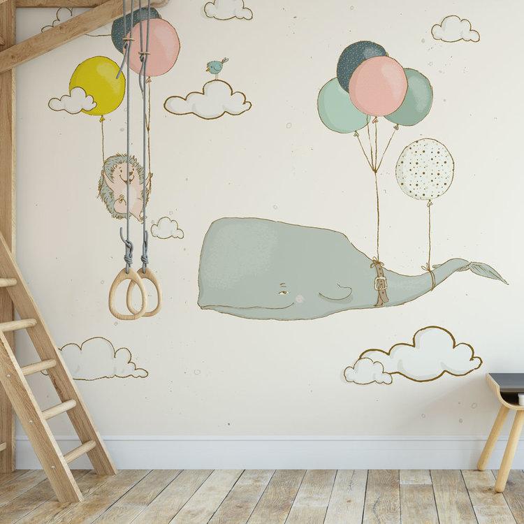 Kinderbehang walvis en egel aan ballonnen - creme