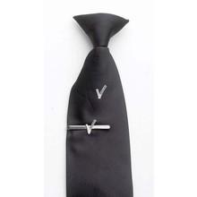 Clipstropdas zwart met V-embleem