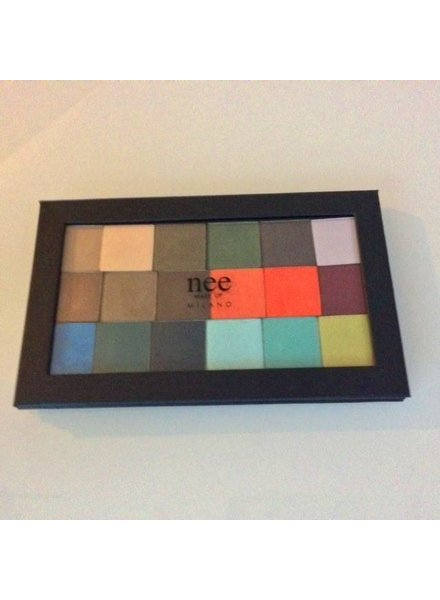 Nee Magnetic Palette with 18 Eyeshadow Mono testers