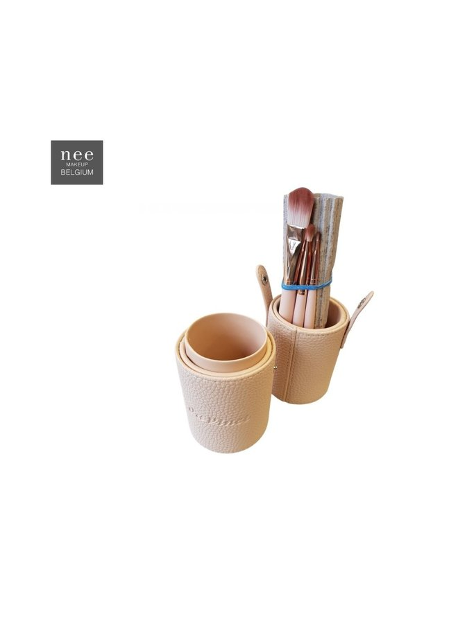 Davinci Style Cream brush cup filled with 8 brushes