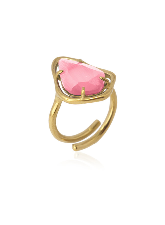RING WITH A TRIANGULAR STONE