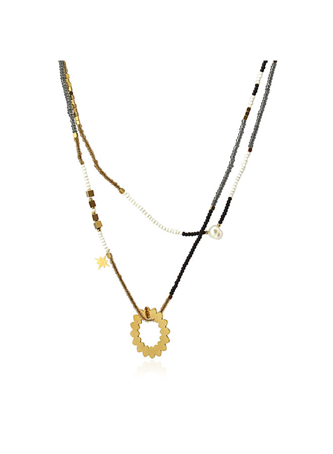NECKLACE IN SEVERAL BROWN, WHITE AND GRAY COLORS WITH SUN SHAPED METAL PENDANTS AND A SMALL PEARL