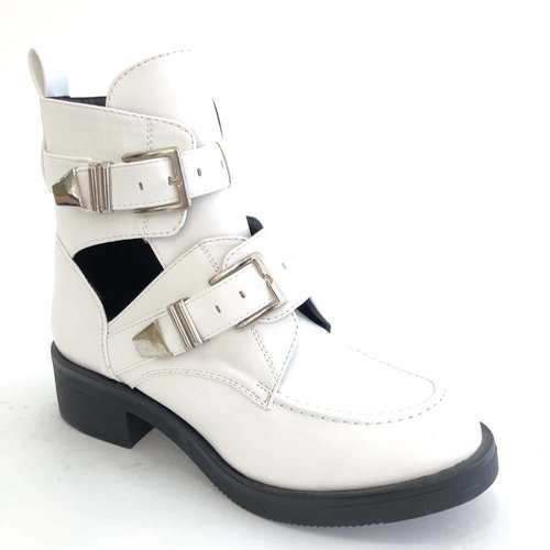 Cut out boots | white