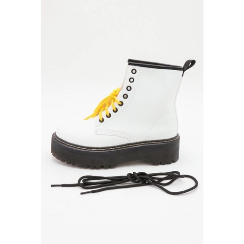 CHUNKY DR BOOTS | white