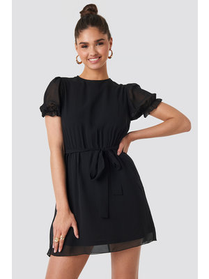 NA-KD SHORT SLEEVE CHIFFON DRESS 1018-003140 | black