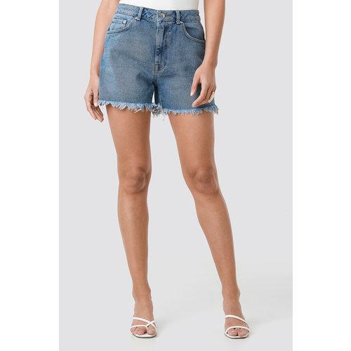 NA-KD 1018-002616 High Waist Raw Hem Denim Shorts // MID BLUE