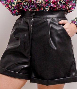 Leather folded shorts | black