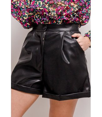 Leather folded shorts | black