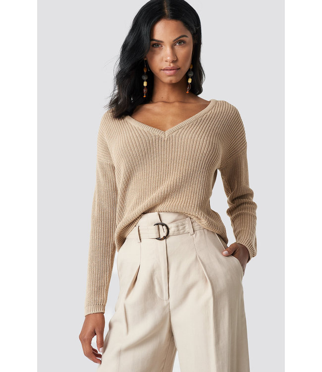 1100-000624 DEEP V KNITTED SWEATER // beige