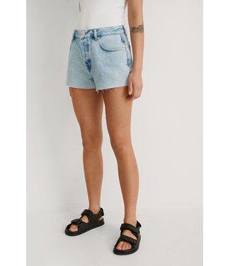 NA-KD Mid waist raw hem denim shorts 007559 - light blue