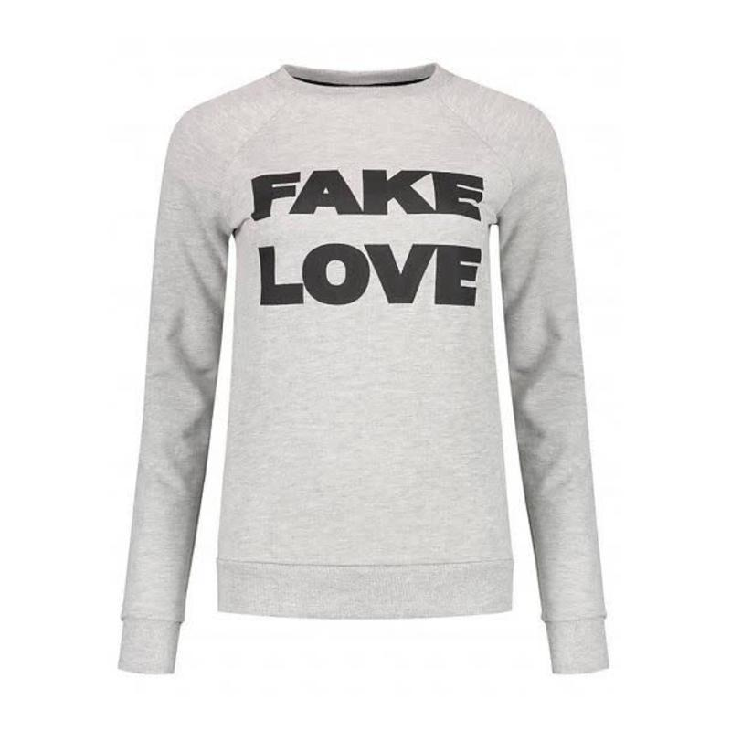 Fake love sweater grey jaimymode.nl