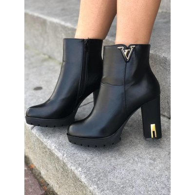 Jaimy Queen ankle boots