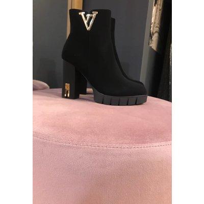 Jaimy Double v heels black