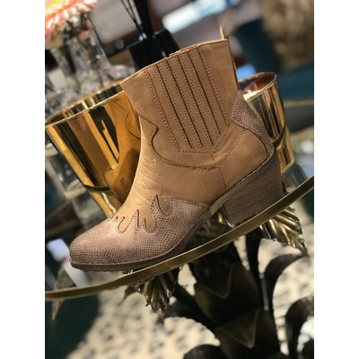 Jaimy AILY festival boots CAMEL