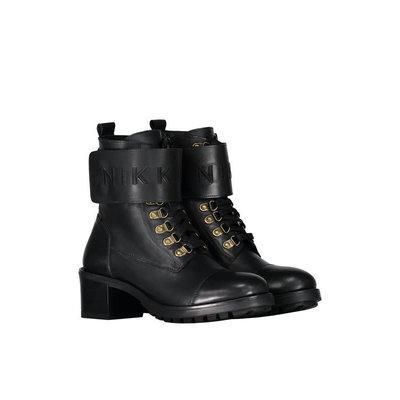 NIKKIE Branded strap boots black gold
