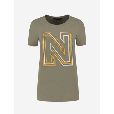 NIKKIE N logo embroidery t shirt soft olive