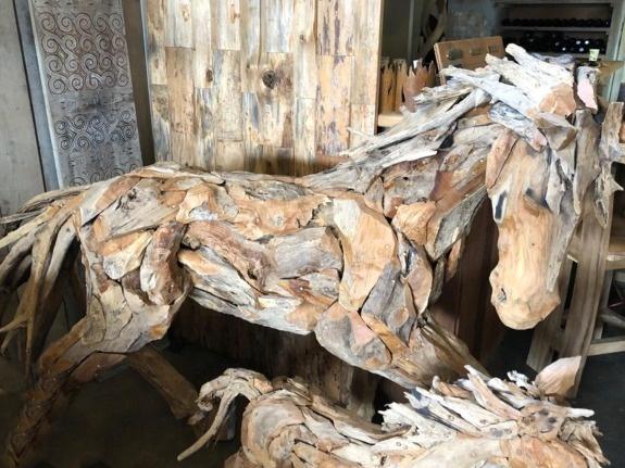Drijfhout paard middel - sculptuur