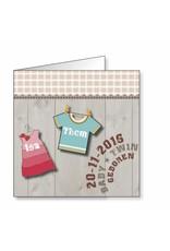 Mare Geboortekaartje met kleertjes op hout voor tweeling (14-133-H)
