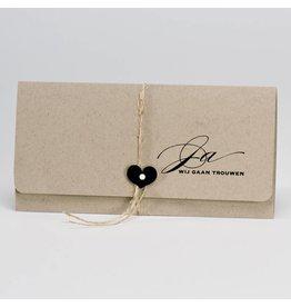 Buromac La Vie en Rose Eco bruine trouwkaart - pochette met zwart hartje