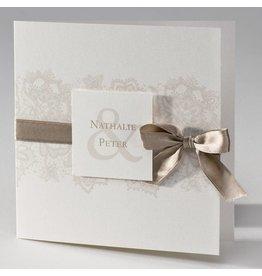 Buromac La Vie en Rose Beige trouwkaart met kantmotief en luxelint