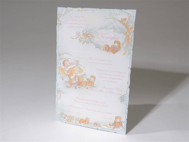 Familycards Small World Geboortekaart in  drieluik met beertjes en wiegje (57555)