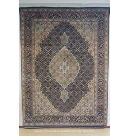 Art. V - 915 -Indo-Tabriz