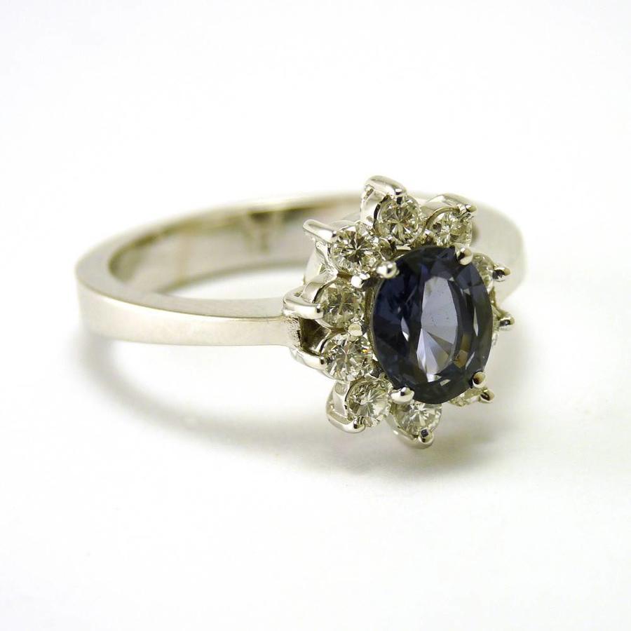 18 karaat wit gouden ring met blauwe saffier