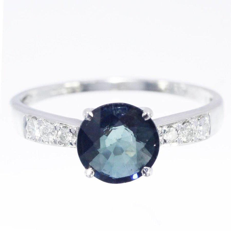 14 krt witgouden ring bezet met Saffier en ca. 0.11ct Diamant