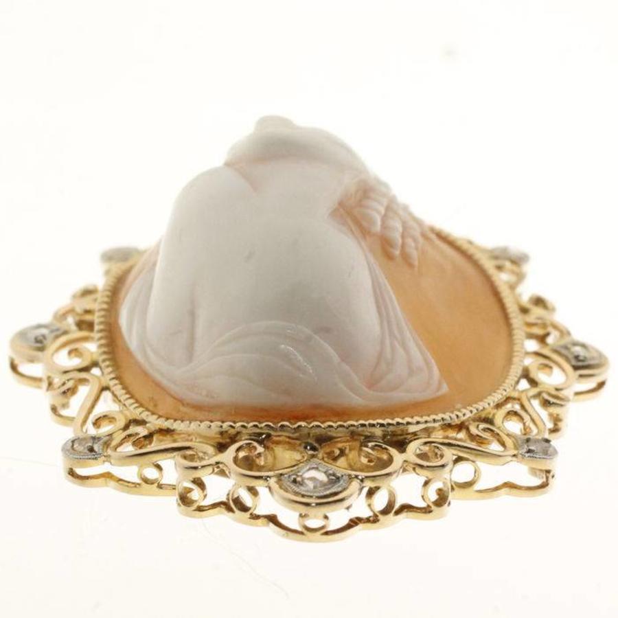 Occasion 14 krt gouden hanger met camee en ca. 0.10ct aan roosgeslepen Diamant