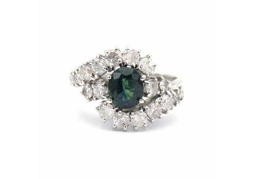 Occasion wit gouden ring met groene saffier en briljant
