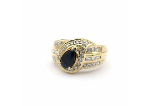 Occasion 18 krt. geel gouden ring met saffier en diamant