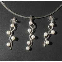 Parel set: Zilver collier met hanger en oorhangers