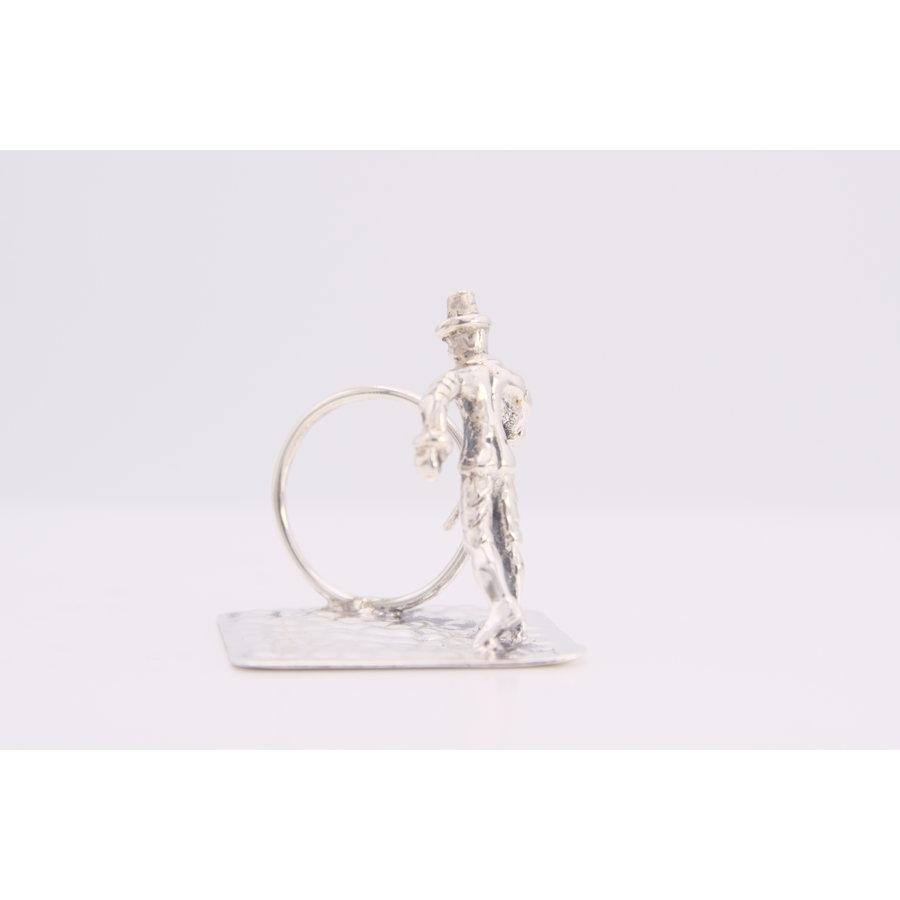 Zilveren miniatuur straatartiest