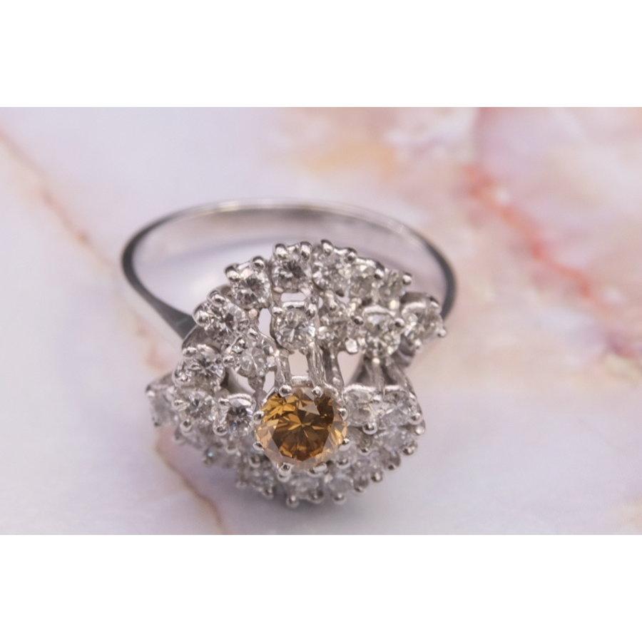 14k witgouden ring met fancy color Briljant