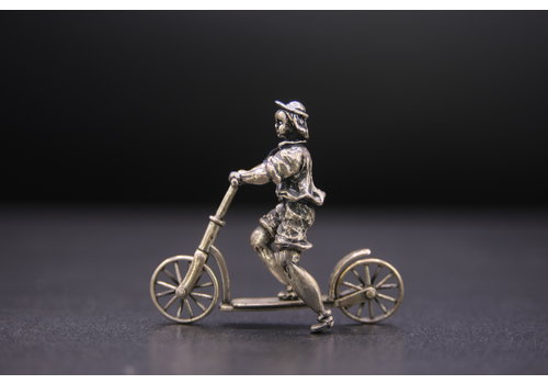 Occasion zilver miniatuur kind op step 17.8gr BR.RR