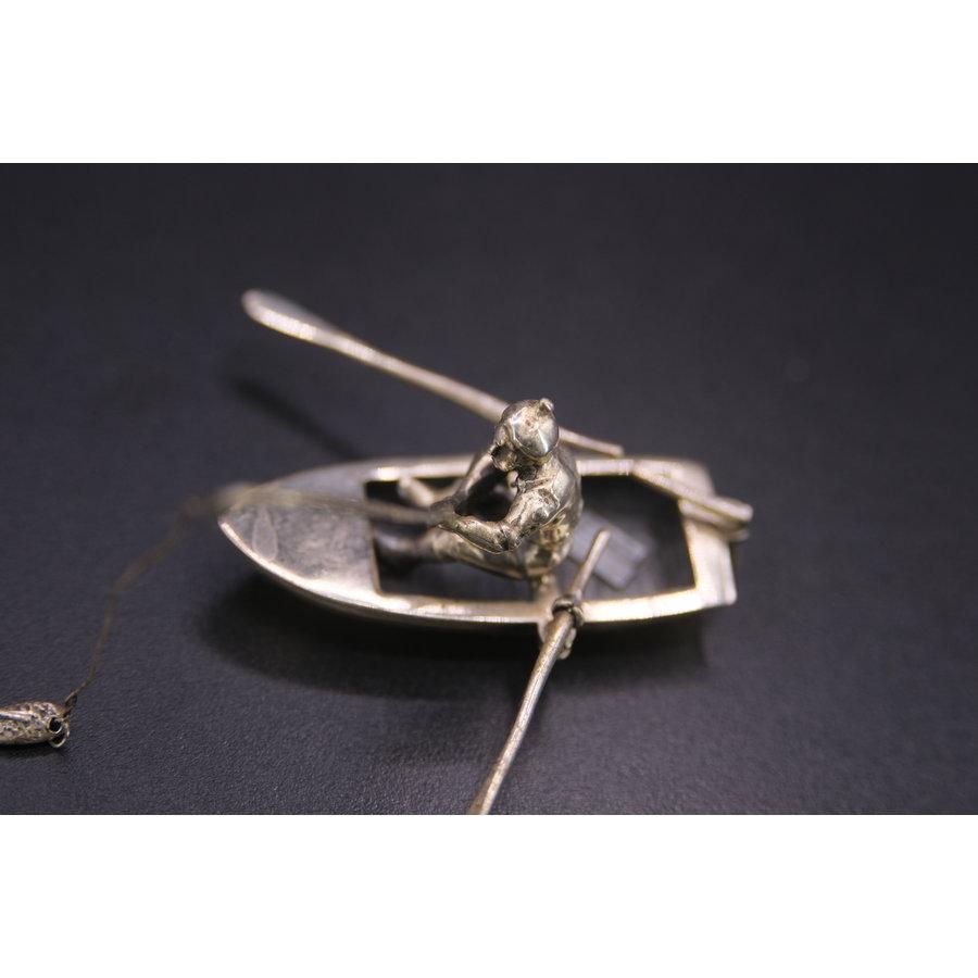 Occasion zilver miniatuur vissen in bootje 20.7gr BN.RR