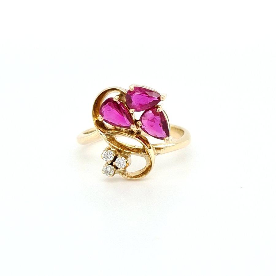 Occasion 14 karaat geel gouden ring  briljant/ robijn 3.4 gram