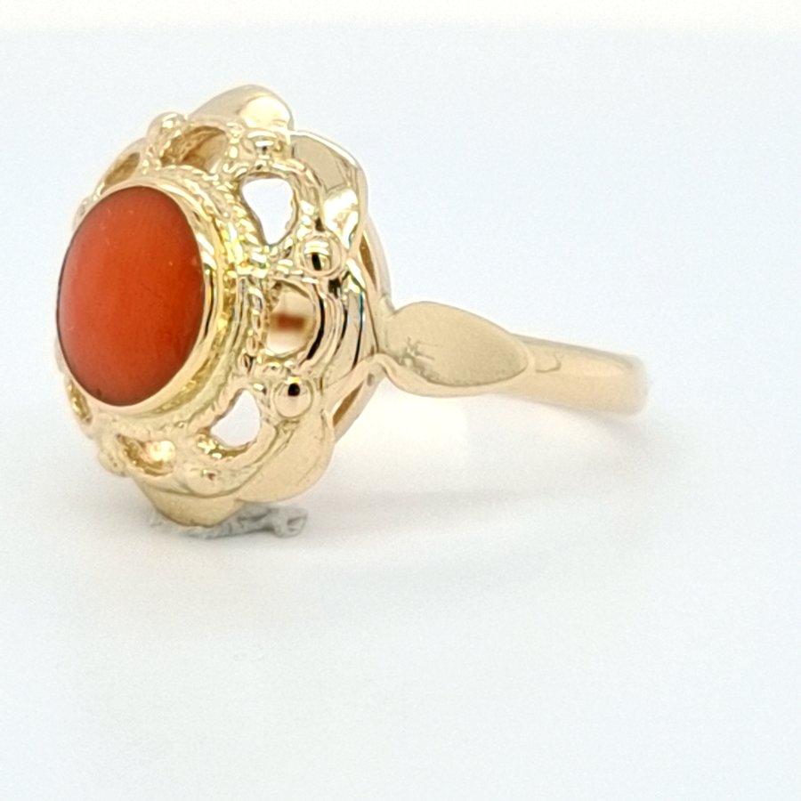 Occasion 14 karaat geel gouden ring bloedkoraal 2.8 gram  maat 17.5