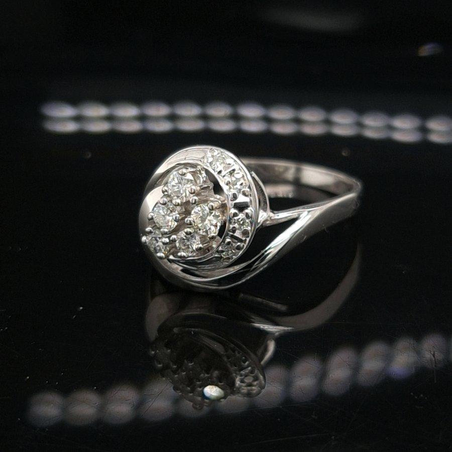 Occasion 14 karaat wit gouden ring 0.50 krt briljanten 2.7 gram maat 19