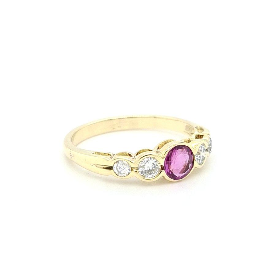 14 karaat geel gouden ring robijn 0.62 krt / briljanten 0.37 krt 2.9 gram maat 18