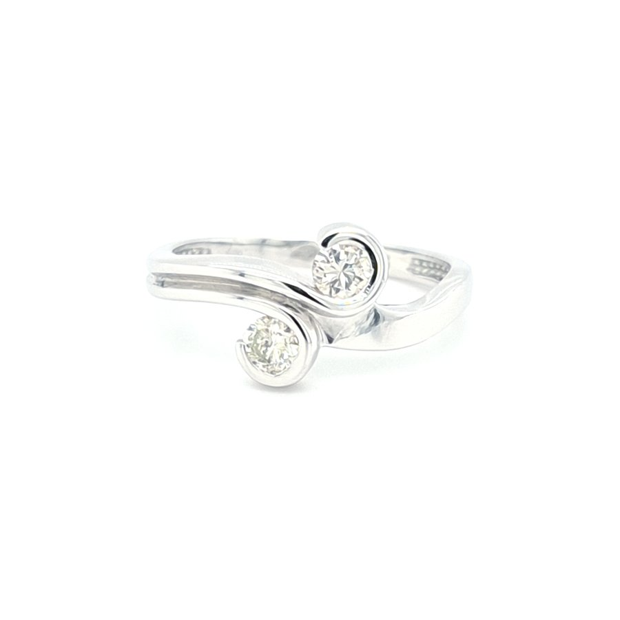 14 Kraat wit ouden ring met briljanten 0.34 crt 2.6 gram  maat 17