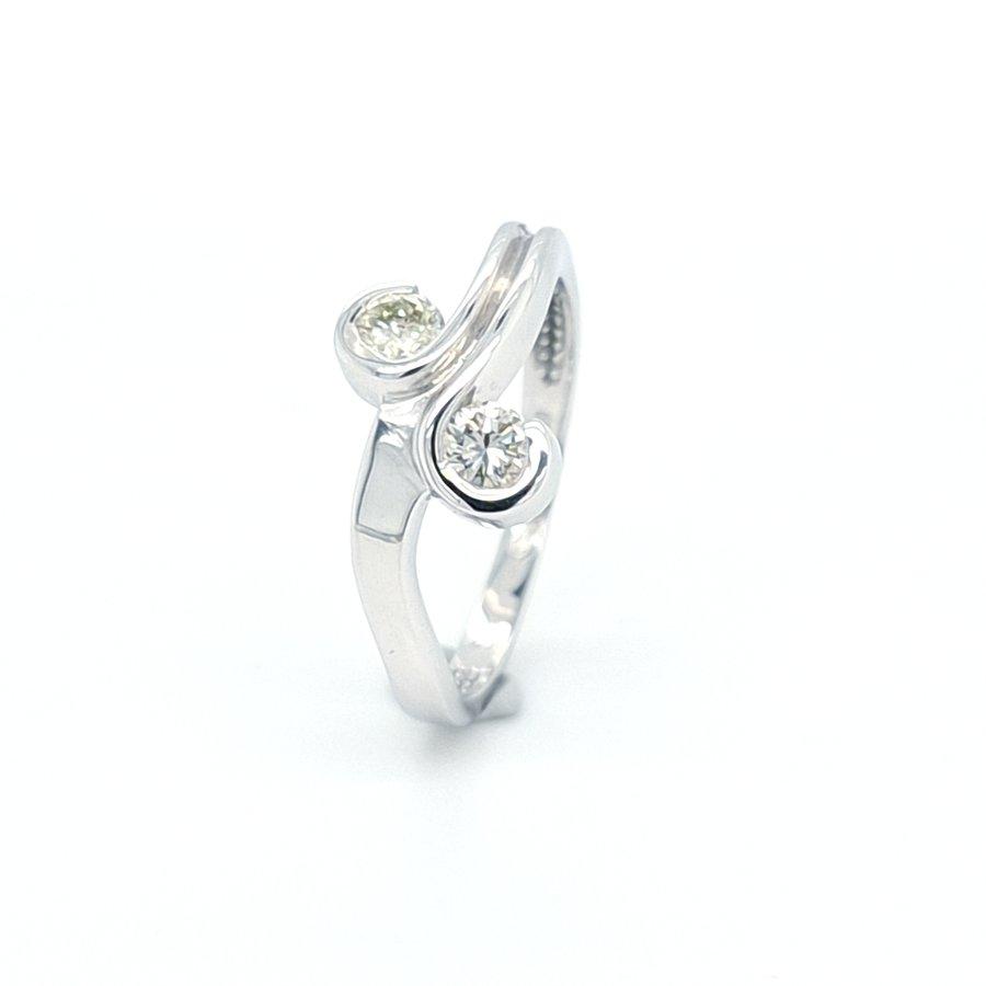 14 Karaat wit gouden ring met briljanten 0.34 crt 2.6 gram  maat 17