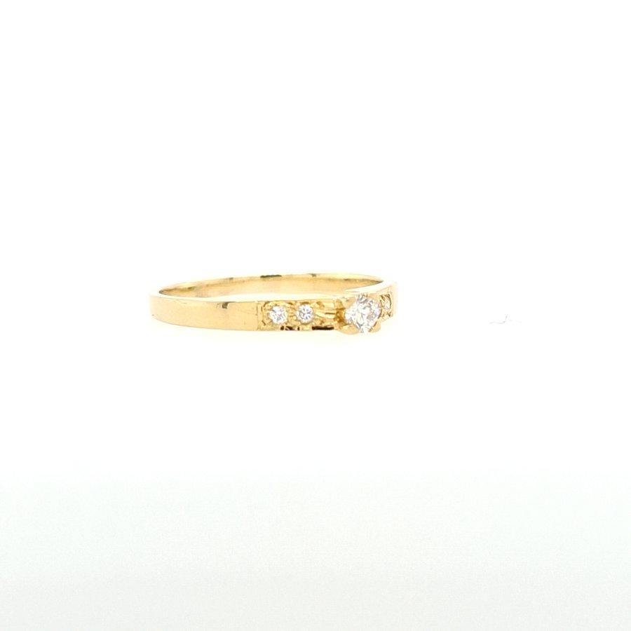 18 Karaat geel gouden met briljant 0.18 krt 2.3 gram maat 18