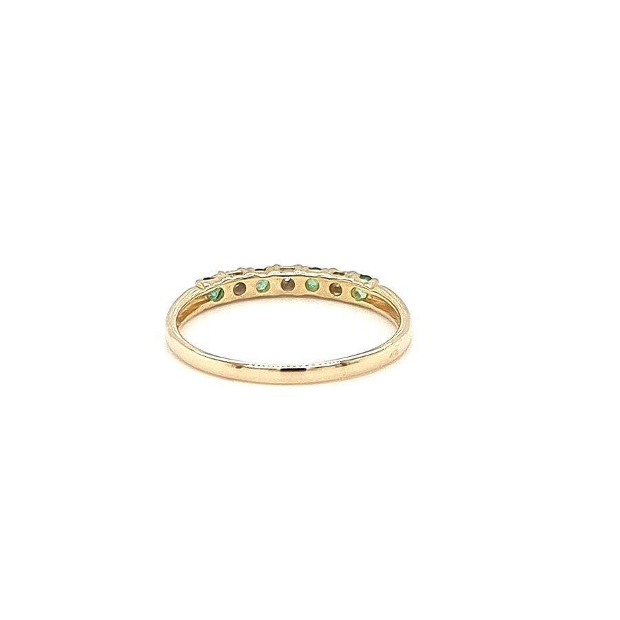 Occasion 14 krt. geelgouden ring met smaragd en briljant