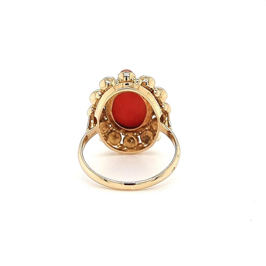 Occasion 14 krt. geelgouden ring met bloedkoraal