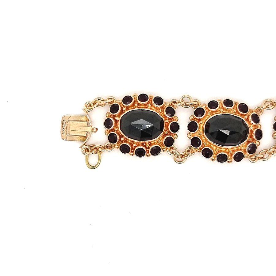 14 krt. geelgouden armband met 104  granaten