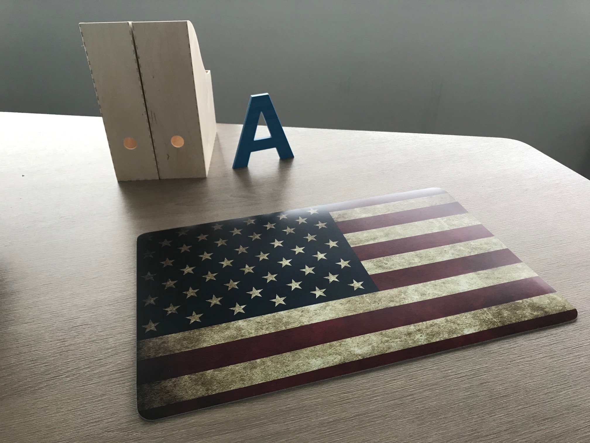 Een bureaulegger met de USA vlag