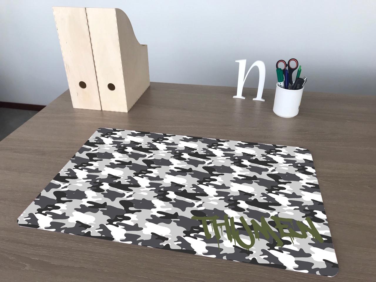 Een gepersonaliseerde bureaulegger Camouflage zwart/wit met naam