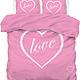 Een dekbedovertrek roze met hart en love tekst