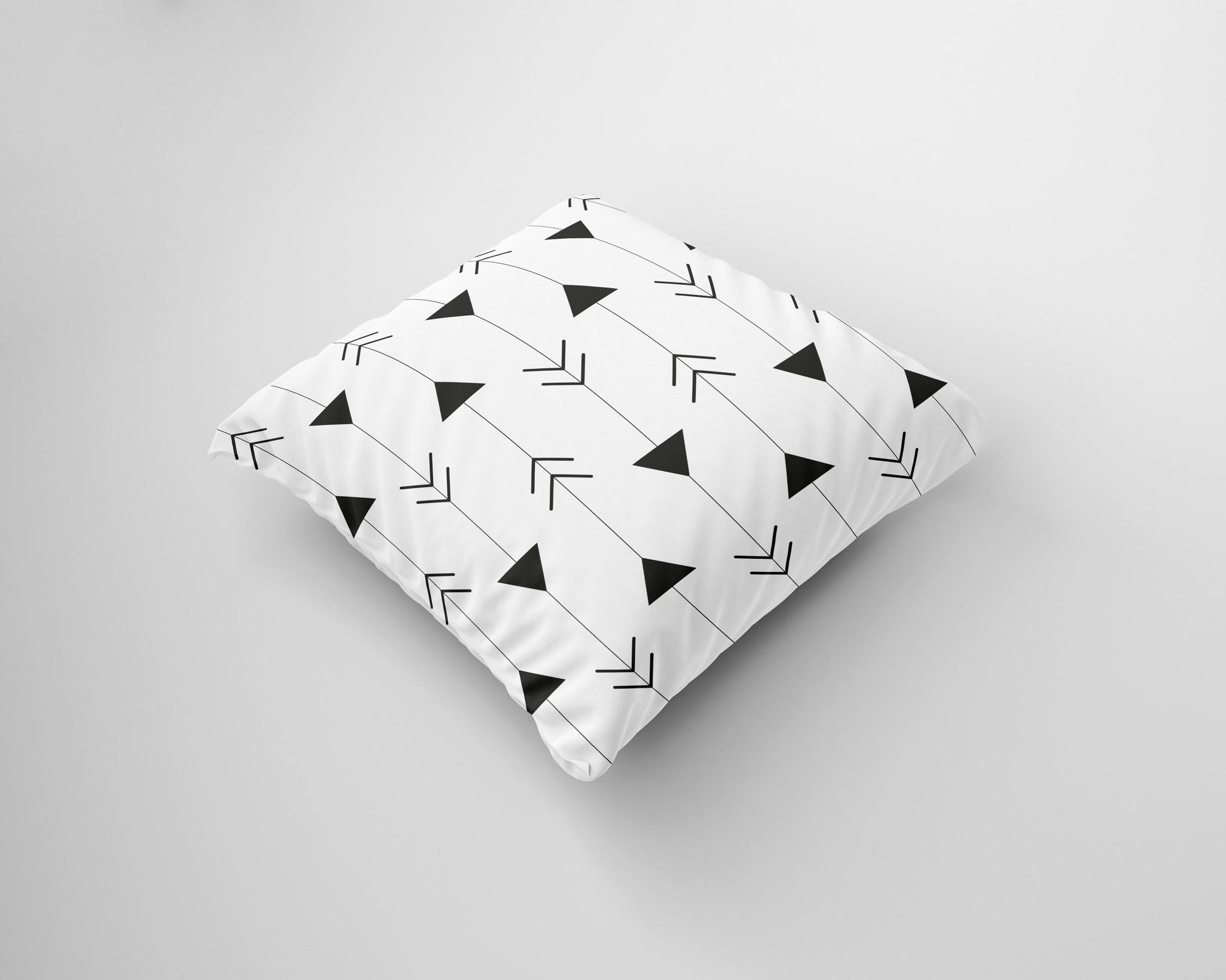 Een kussen met een pijlen patroon